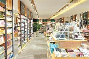Cuộc 'đổi gió' của cửa hàng tiện ích thời trang