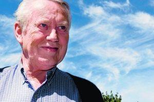 Chuck Feeney - Tỷ phú cho đi hơn 8 tỷ USD... về già không nhà, không xe