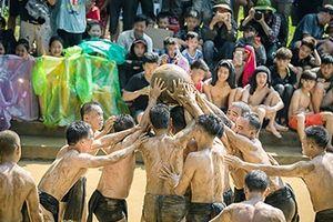Đặc sắc lễ hội vật cầu bùn làng Vân