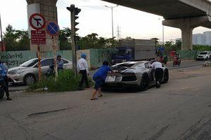 Lamborghini của đại gia cà phê Trung Nguyên phải đẩy trên phố