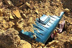 Mỏ đất sạt lở, vùi lấp tài xế cùng xe tải