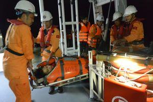 Cứu thuyền viên gặp nạn gần quần đảo Hoàng Sa