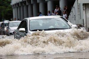 Bí quyết sống còn để lái xe an toàn trong mùa mưa bão