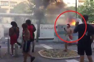 Clip: Fan cuồng đốt xe buýt, vật ngửa ô tô con mừng Pháp vô địch