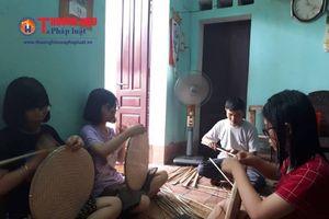 Nghị lực phi thường của các chị em sinh ba ở Thanh Hóa