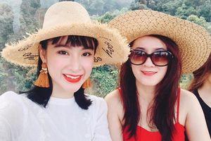 Ngỡ ngàng mẹ đẻ Angela Phương Trinh trẻ đẹp không kém con gái