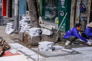 Vỉa hè Hà Nội ra sao sau sai phạm lát đá 'bền vững 70 năm'?