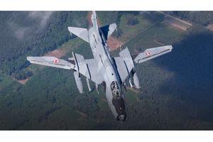 Máy bay quân sự rơi tại miền Tây Nghệ An