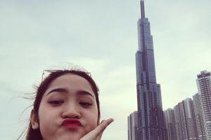 Ảnh 'sống ảo' của giới trẻ với tòa nhà cao nhất Việt Nam
