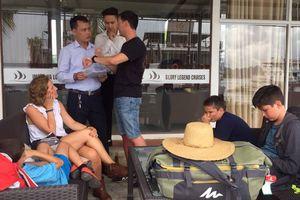 'Giải cứu' gia đình du khách Tây Ban Nha bị lừa đi du lịch vịnh Hạ Long
