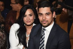 Hậu chia tay, bạn trai vẫn túc trực bên Demi Lovato trong bệnh viện