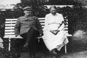 Điều ít biết về phu nhân nhà lãnh đạo đầu tiên của Liên Xô