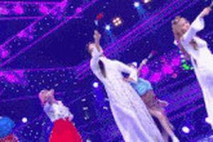 Nhóm nhạc Hàn mặc áo dài Việt Nam biểu diễn trên sóng truyền hình