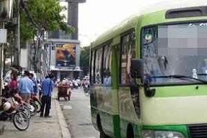 Bến xe buýt nhếch nhác trong khu dân cư