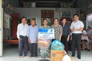 VNPT Kiên Giang trao tặng nhà 'Mái ấm tình thương'