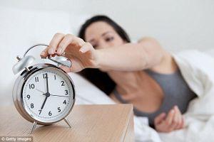 Nên thức dậy lúc 6h sáng và quan hệ tình dục vào 10h tối