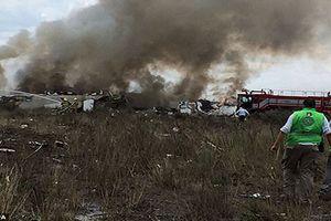 Hiện trường máy bay rơi tại Mexico, 101 người thoát chết thần kỳ