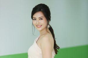 Hoa hậu Thu Thủy tái xuất, thừa nhận đã qua dao kéo