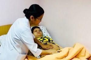 Sản phụ bị liệt tứ chi: Vừa mừng sinh con đã lo cơm áo