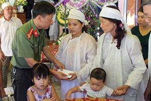Báo CAND và Công ty Phượng Hoàng hỗ trợ gia đình các nạn nhân