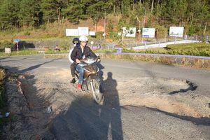 'Ám ảnh' con đường vào thắng cảnh quốc gia hồ Tuyền Lâm