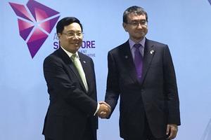 Phó Thủ tướng Phạm Bình Minh gặp Bộ trưởng Ngoại giao Nhật Bản và Iran
