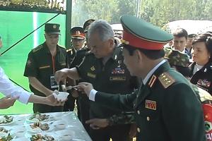 Army Games 2018: Bộ trưởng Quốc phòng Nga tâm đắc với món nem của bộ đội Việt Nam