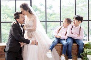 Ảnh 'cưới lại' đẹp lung linh của vợ chồng Lâm Vỹ Dạ và Hứa Minh Đạt