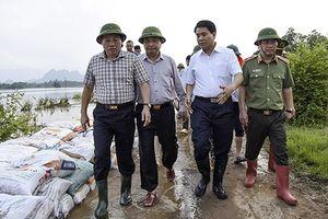 Chủ tịch Nguyễn Đức Chung chỉ đạo khẩn trương khắc phục hậu quả sau mưa lũ