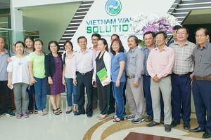 32 bác sĩ chuyên khoa quản lý y tế thăm Đa Phước