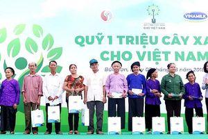 Vinamilk trồng 100.000 cây xanh ở Bắc Kạn
