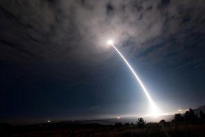 Mỹ nhấn nút tự hủy tên lửa 7 triệu USD bay chệch hướng