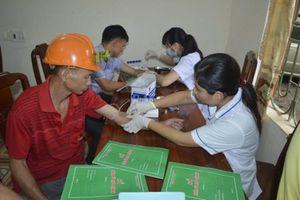 LĐLĐ TP Thái Nguyên khám và cấp phát thuốc cho trên 100 công nhân trên công trường