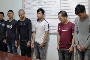 Bắt nhóm 'bảo kê sầu riêng' dùng hung khí trấn lột thương lái