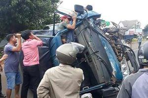 Va chạm giao thông, tài xế bị gãy chân mắc kẹt trong cabin
