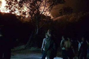 Cháy rừng trong đêm, gần 10 hộ dân phải sơ tán