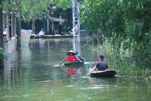 Người dân Chương Mỹ lo dịch bệnh bùng phát sau trận lụt kéo dài