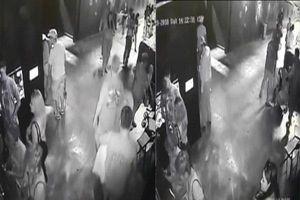 Nhóm người dùng xe nôi trộm cá mập trong thủy cung về nhà nuôi
