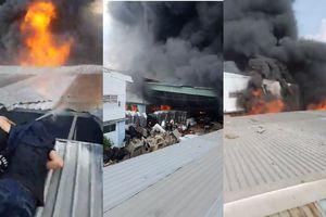 Cháy dữ dội gần 3 tiếng, thiêu rụi hàng nghìn mét vuông nhà xưởng ở TP.HCM
