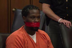 Thẩm phán Mỹ cho bịt miệng bị cáo bằng băng dính vì 'nói quá nhiều'