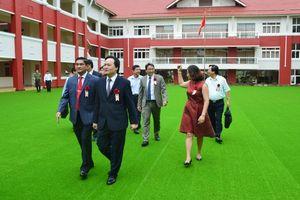 Bộ trưởng Phùng Xuân Nhạ lên Tây nguyên dự khánh thành trường dân lập