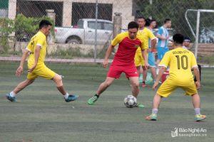 16 đội bóng hào hứng tham gia giải bóng đá không chuyên tại TP. Vinh
