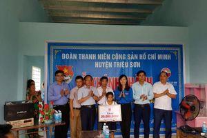 Huyện đoàn Triệu Sơn trao nhà 'Khăn quàng đỏ'