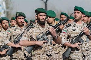 Iran xác nhận đang tập trận rầm rộ ở vùng Vịnh