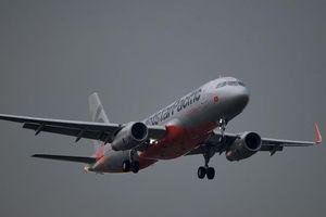 TP.HCM mưa lớn, máy bay phải lượn nhiều vòng mới hạ cánh được
