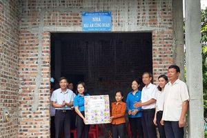 LĐLĐ tỉnh Ninh Bình: Hỗ trợ kinh phí xây dựng nhà ở 'Mái ấm công đoàn' cho CNLĐ