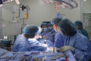 Nghẹt thở ca phẫu thuật cứu sống bệnh nhân khi sự sống chỉ tính bằng giây