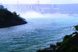 Tin lũ lụt ngày 5/8: Lai Châu nhiều người chết, thủy điện Hòa Bình, Sơn La xả lũ