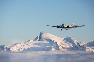 Rơi máy bay từ thời Thế chiến II, 20 người có thể thiệt mạng