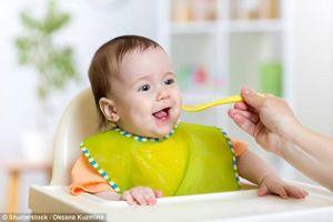 Anh: Hướng dẫn mới về dinh dưỡng cho trẻ dưới 1 tuổi
